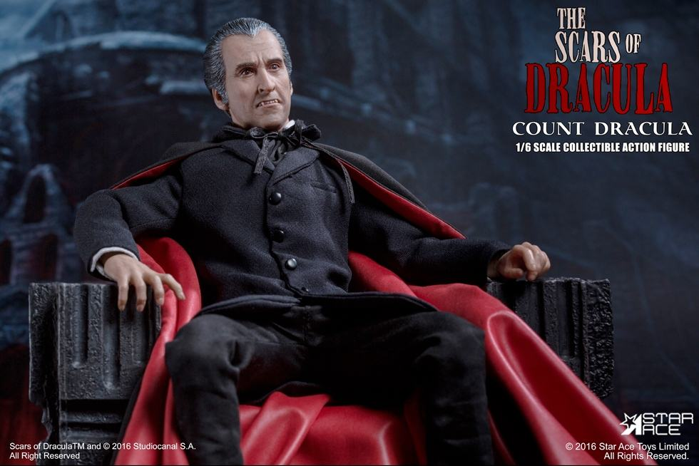 christopher-lee-as-count-dracula-12-inch-figure-04