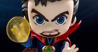 "Doctor Strange Cosbaby – Boneco ""Baby Form"" Hot Toys"
