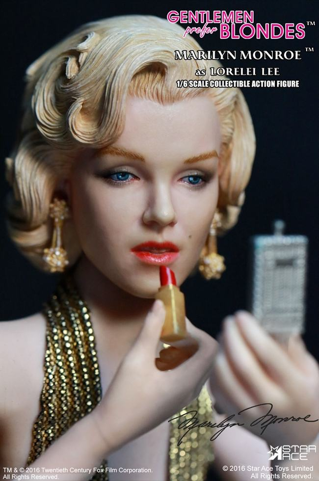 action-figure-marilyn-monroe-gold-dress-06