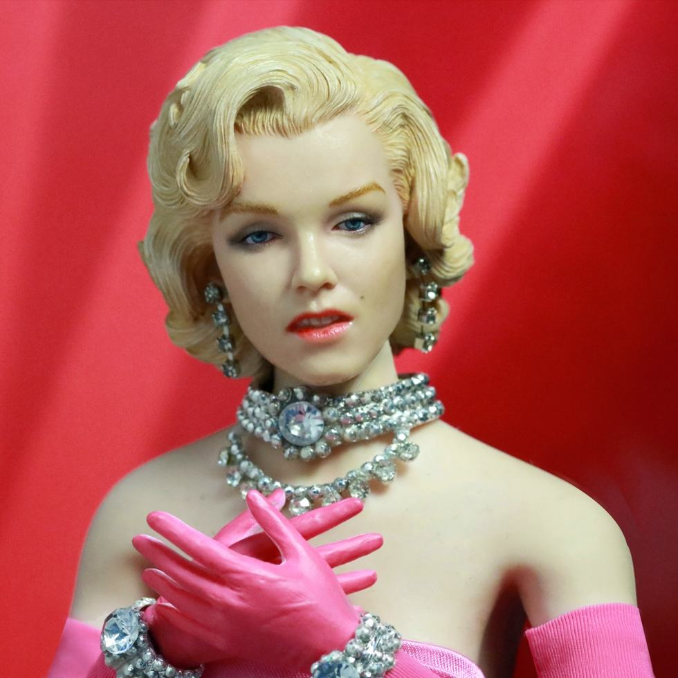action-figure-marilyn-monroe-pink-dress-03