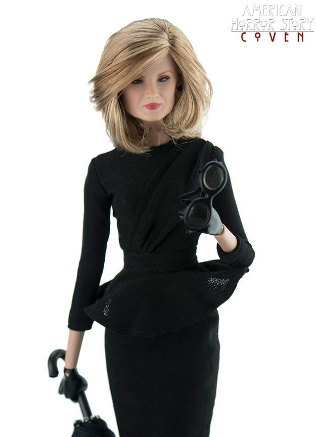 bonecas-american-horror-story-coven-official-collectible-doll-series-03