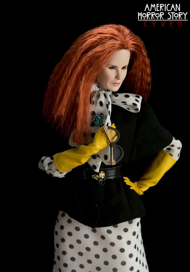 bonecas-american-horror-story-coven-official-collectible-doll-series-06