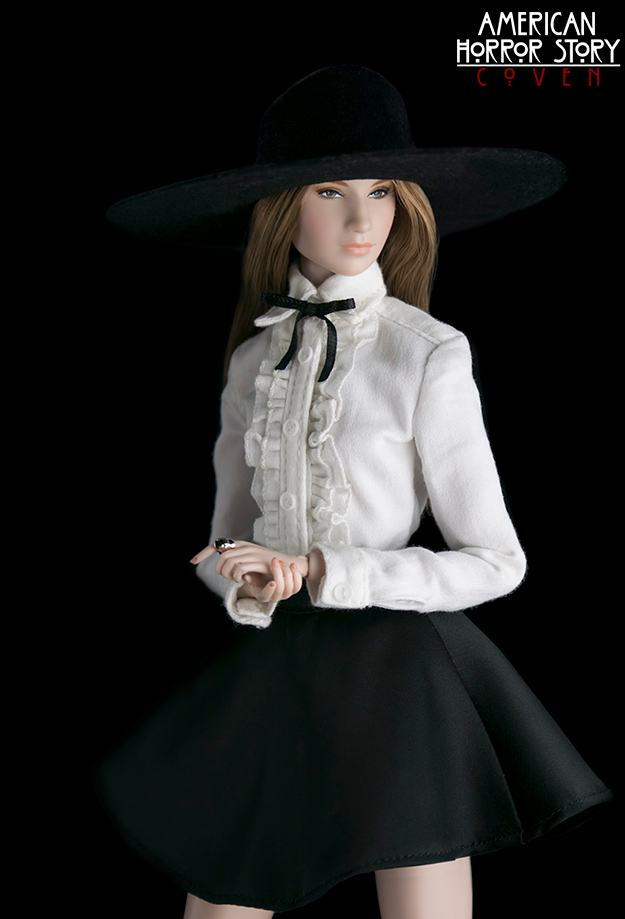 bonecas-american-horror-story-coven-official-collectible-doll-series-12