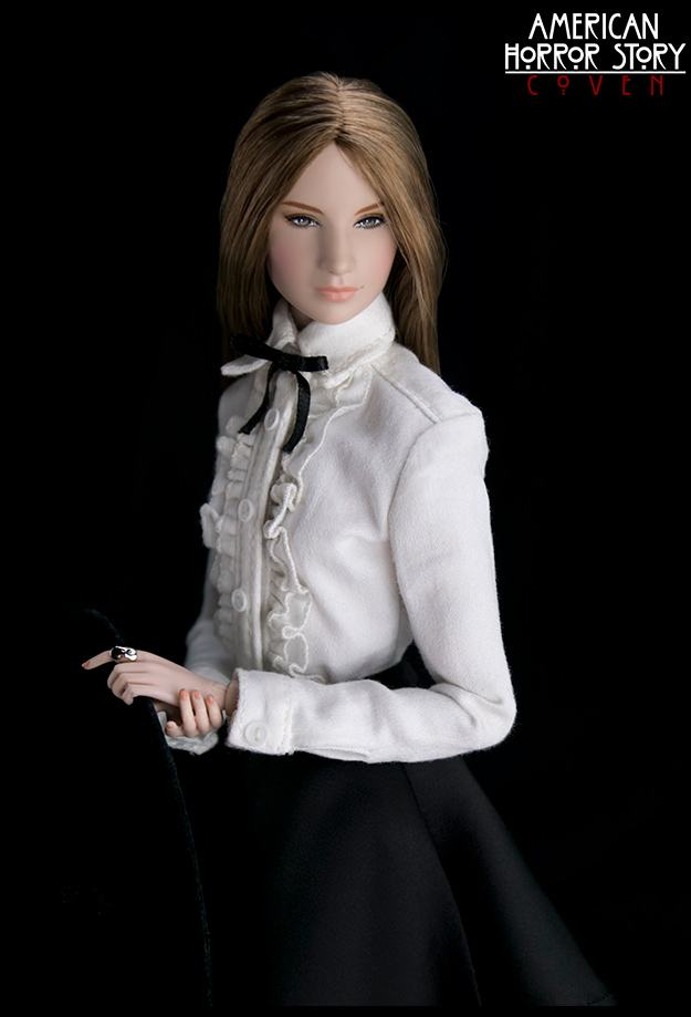 bonecas-american-horror-story-coven-official-collectible-doll-series-13