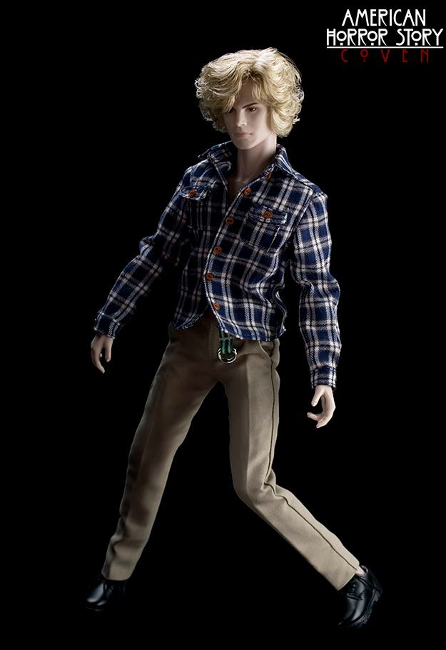 bonecas-american-horror-story-coven-official-collectible-doll-series-16