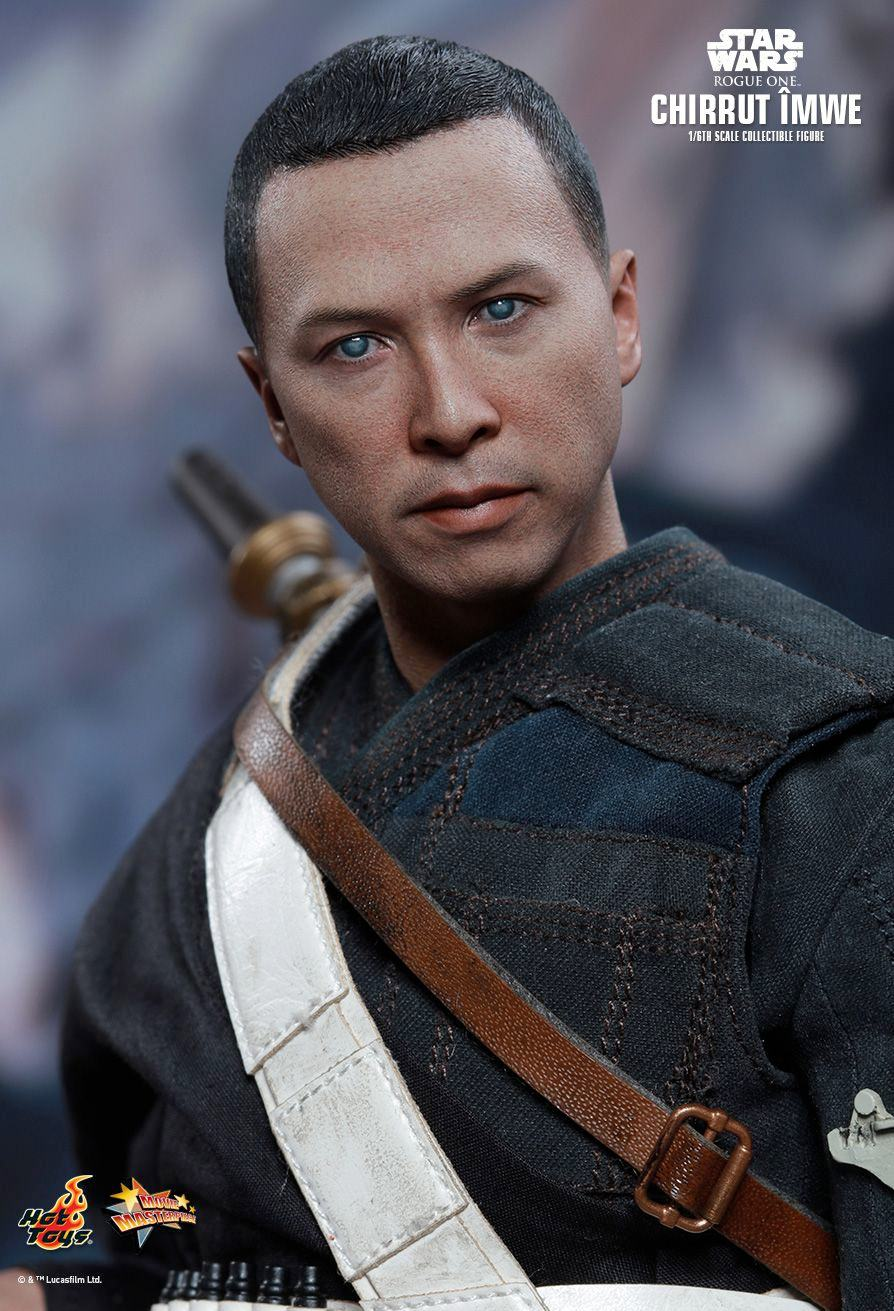 chirrut-imwe-action-figure-hot-toys-star-wars-rogue-one-03