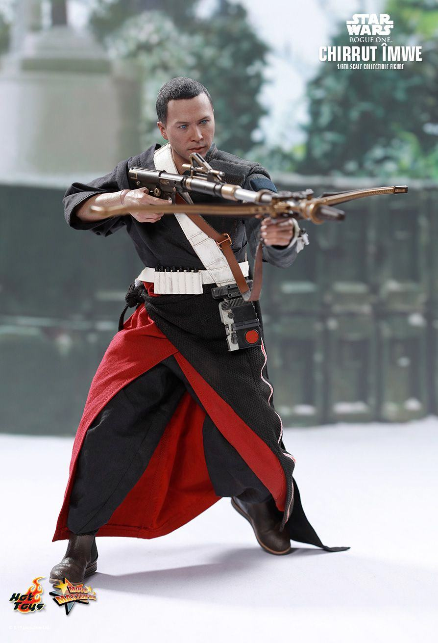 chirrut-imwe-action-figure-hot-toys-star-wars-rogue-one-05
