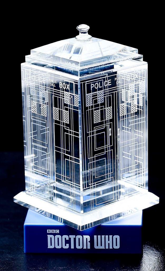 TARDIS-de-Cristal-Doctor-Who-Crystal-TARDIS-03