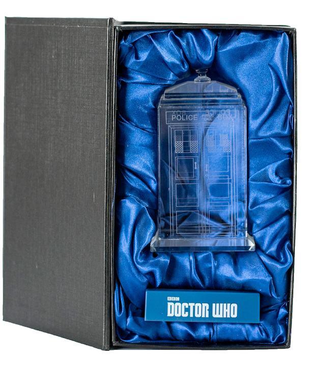 TARDIS-de-Cristal-Doctor-Who-Crystal-TARDIS-04