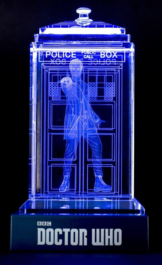 TARDIS-de-Cristal-Doctor-Who-Crystal-TARDIS-08