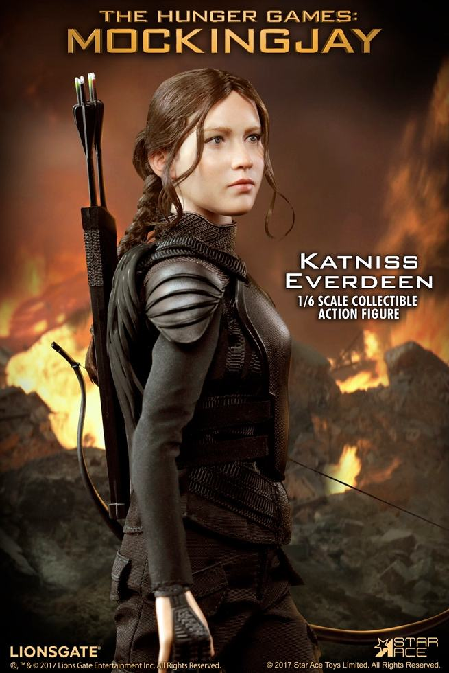 Katniss-Everdeen-Deluxe-Action-Figure-Star-Ace-01