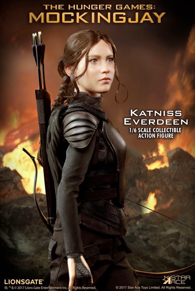 Katniss-Everdeen-Deluxe-Action-Figure-Star-Ace-01