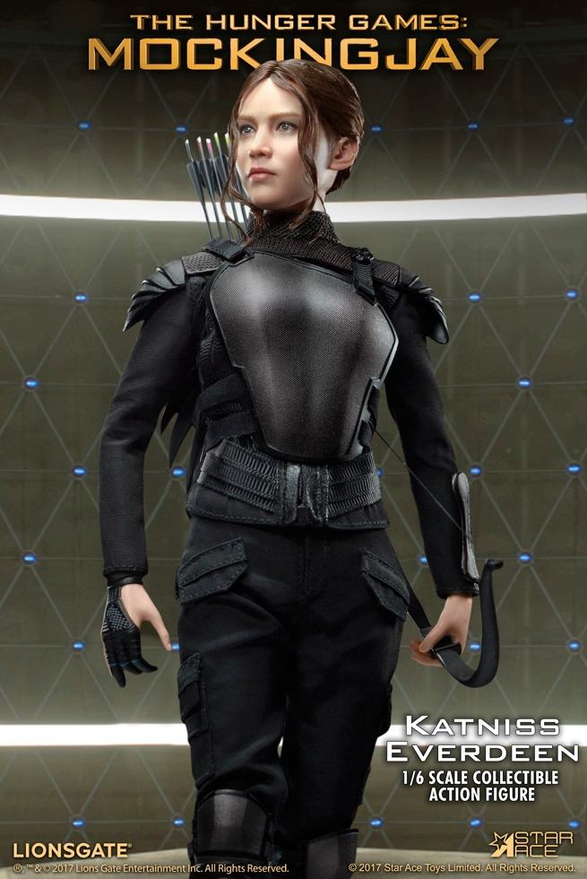 Katniss-Everdeen-Deluxe-Action-Figure-Star-Ace-05