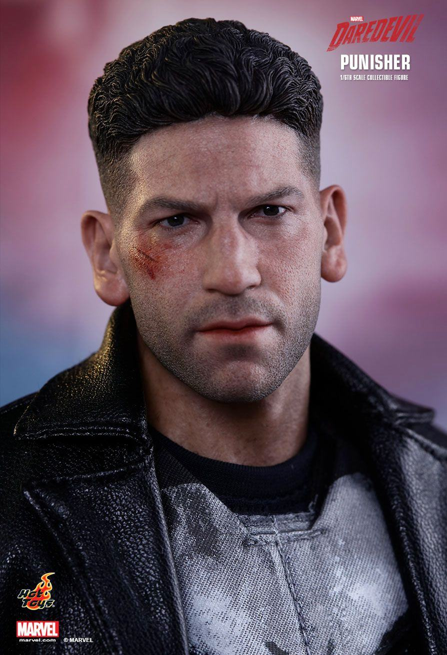 The-Punisher-Marvel-Daredevil-Collectible-Figure-Hot-Toys-03