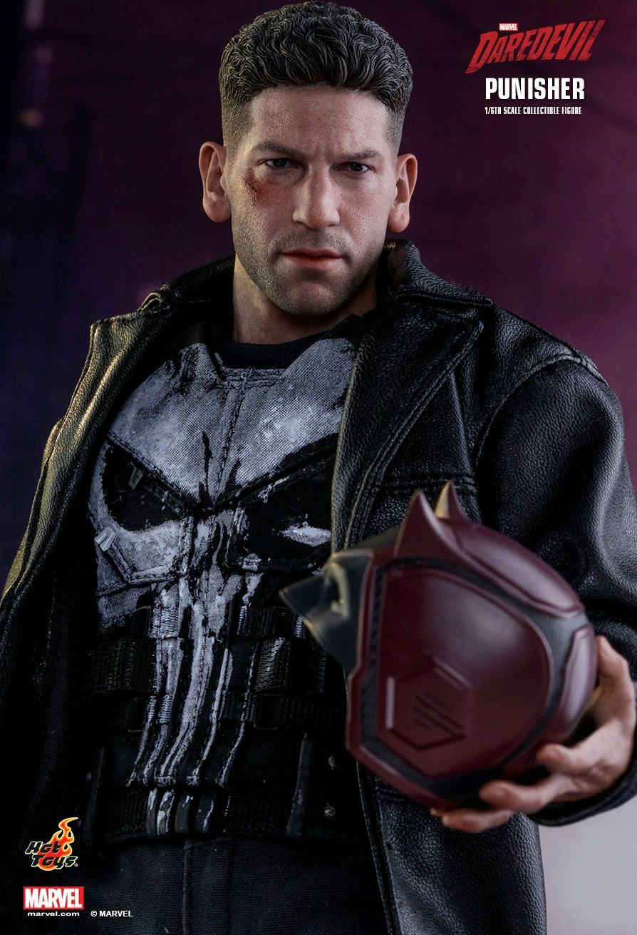 The-Punisher-Marvel-Daredevil-Collectible-Figure-Hot-Toys-13