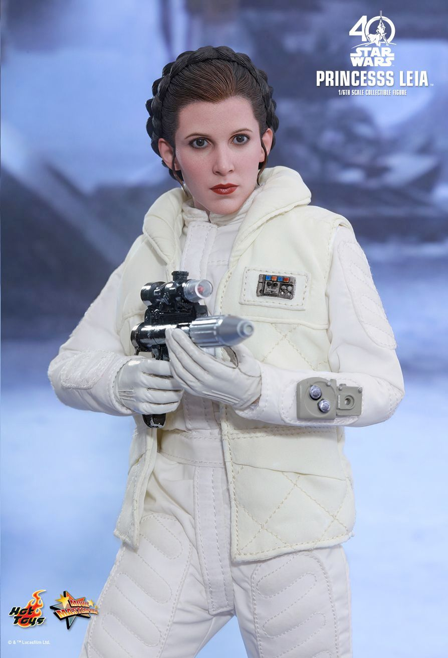 Hot-Toys-Princess-Leia-Collectible-Figure-Episode-V-03
