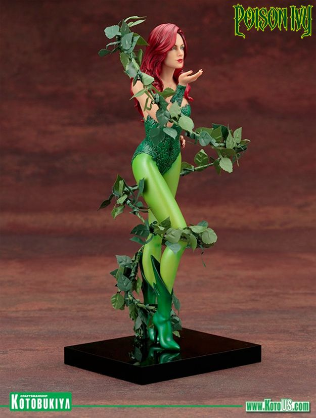 Mad-Lovers-Poison-Ivy-ArtFX-Statue-04