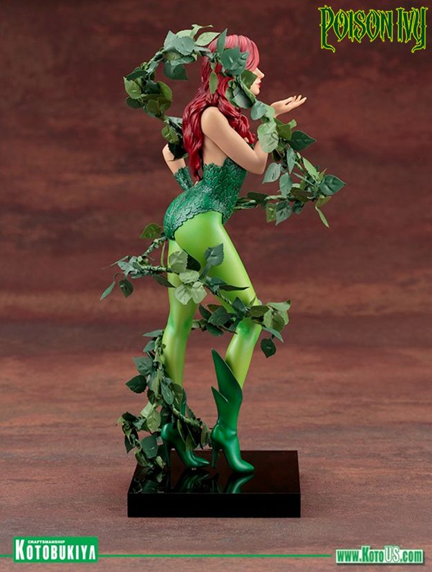 Mad-Lovers-Poison-Ivy-ArtFX-Statue-05