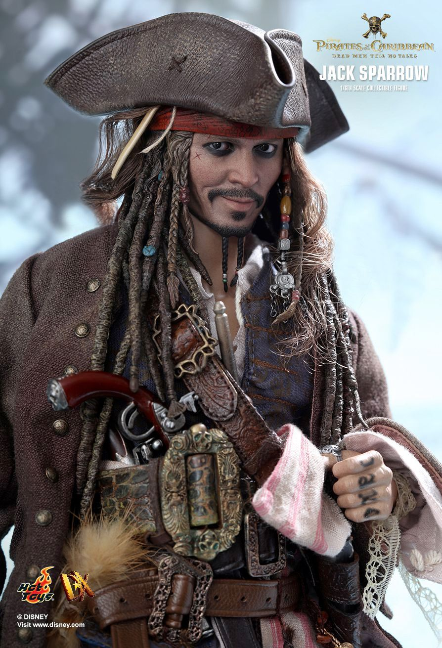 Hot-Toys-Jack-Sparrow-Pirates-of-the-Caribbean-Dead-Men-Tell-No-Tales-Collectible-Figure-07
