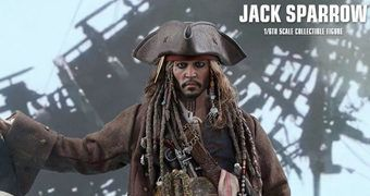 Jack Sparrow (Johnny Depp) em Piratas do Caribe: A Vingança de Salazar – Action Figure Perfeita 1:6 Hot Toys