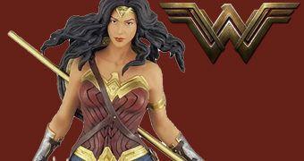 Estátua Mulher Maravilha (Gal Gadot) – Wonder Woman Movie Icon Heroes