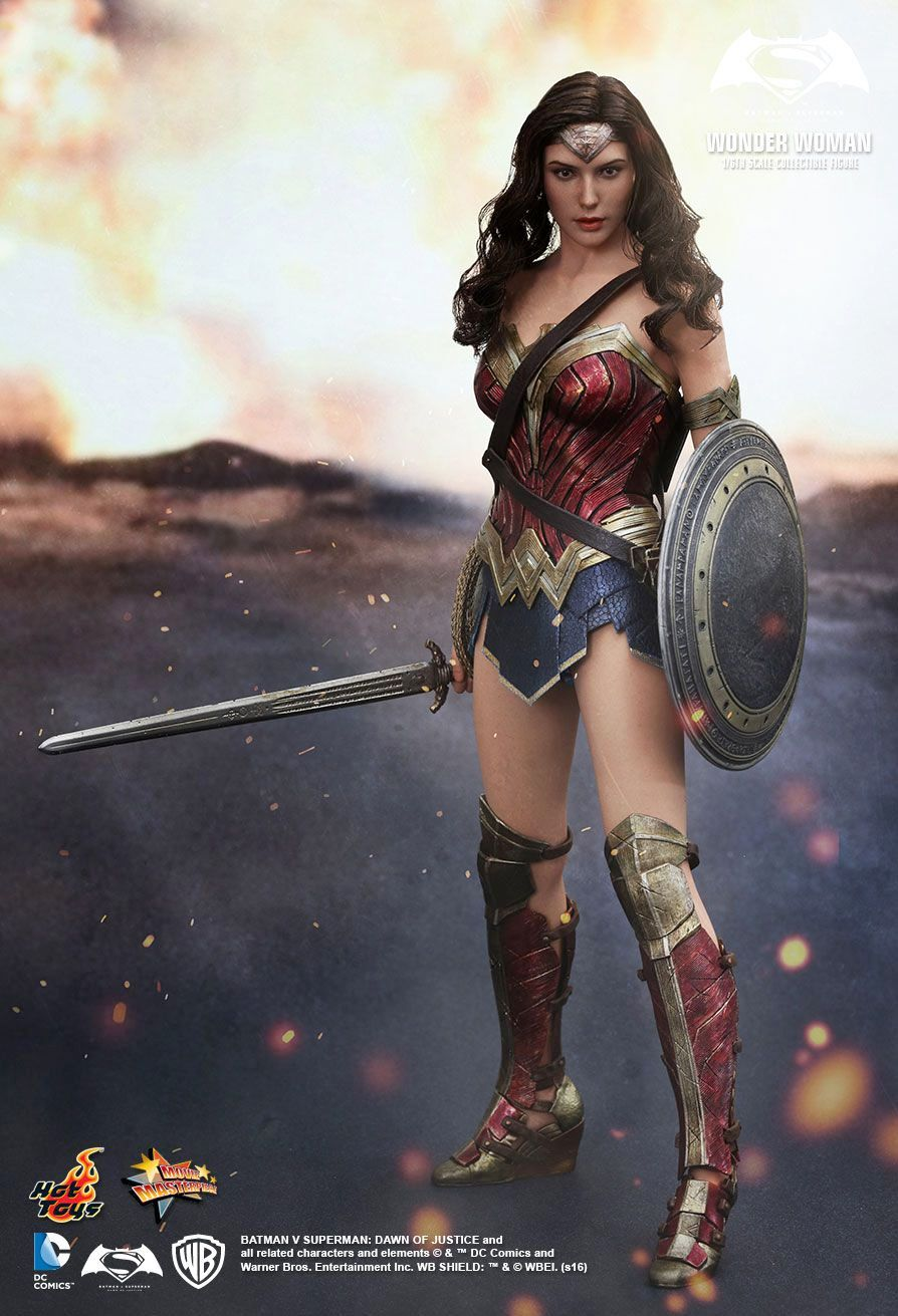 Hot-Toys-Wonder-Woman-Batman-v-Superman-Collectible-Figure-01