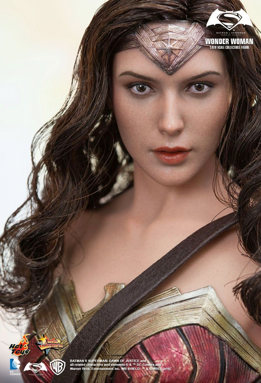 Hot-Toys-Wonder-Woman-Batman-v-Superman-Collectible-Figure-02