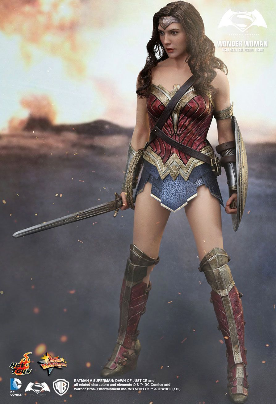Hot-Toys-Wonder-Woman-Batman-v-Superman-Collectible-Figure-03