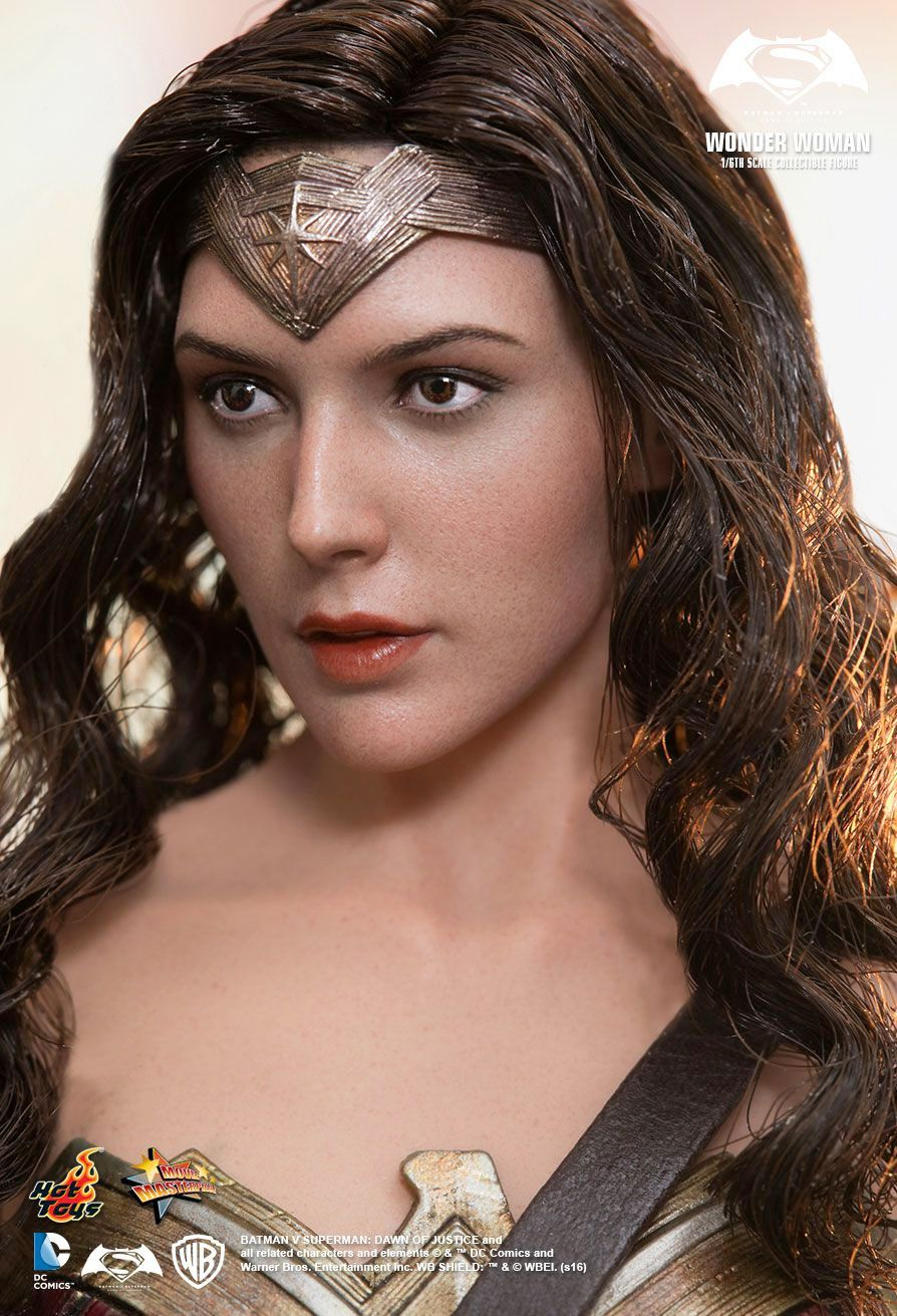 Hot-Toys-Wonder-Woman-Batman-v-Superman-Collectible-Figure-04