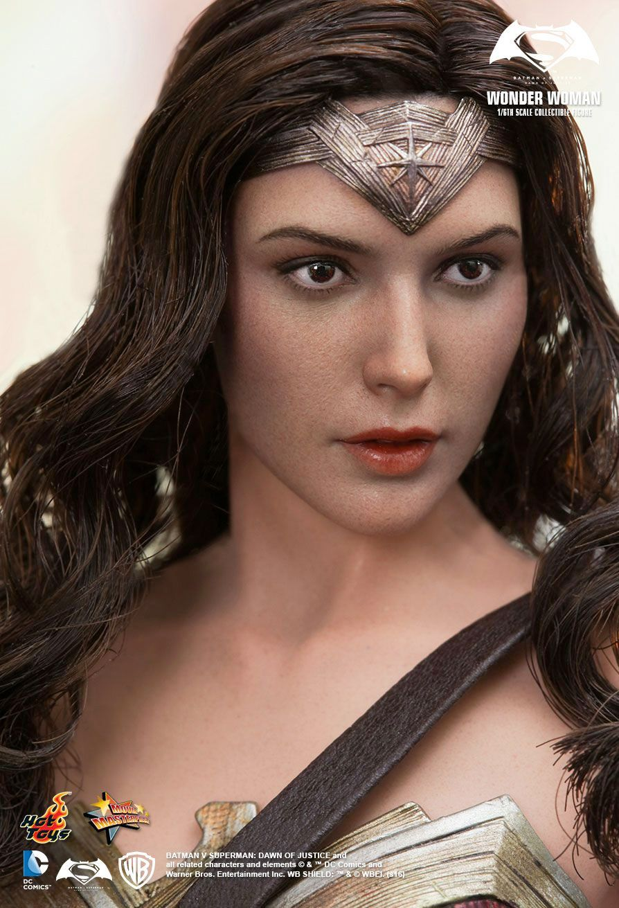 Hot-Toys-Wonder-Woman-Batman-v-Superman-Collectible-Figure-05