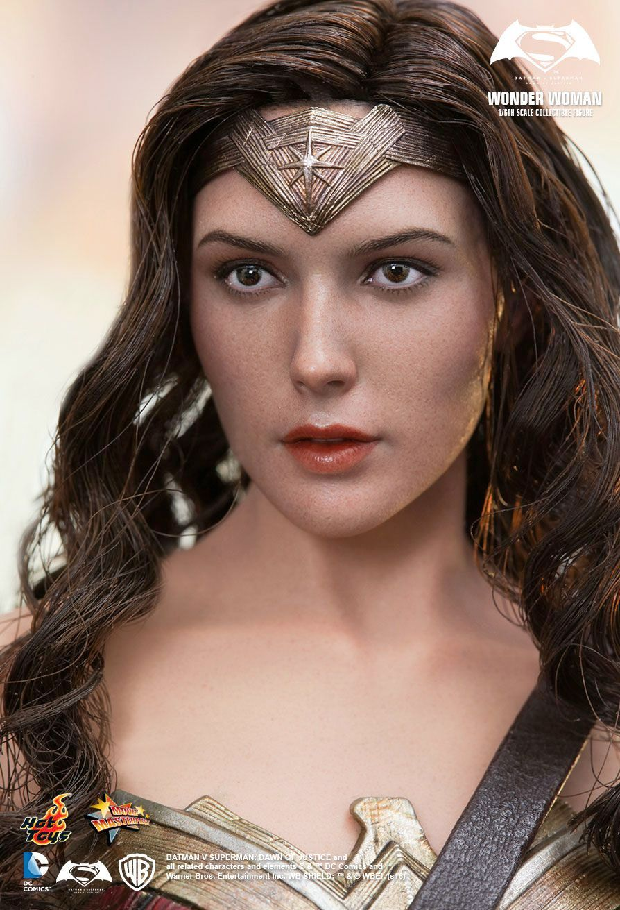Hot-Toys-Wonder-Woman-Batman-v-Superman-Collectible-Figure-06