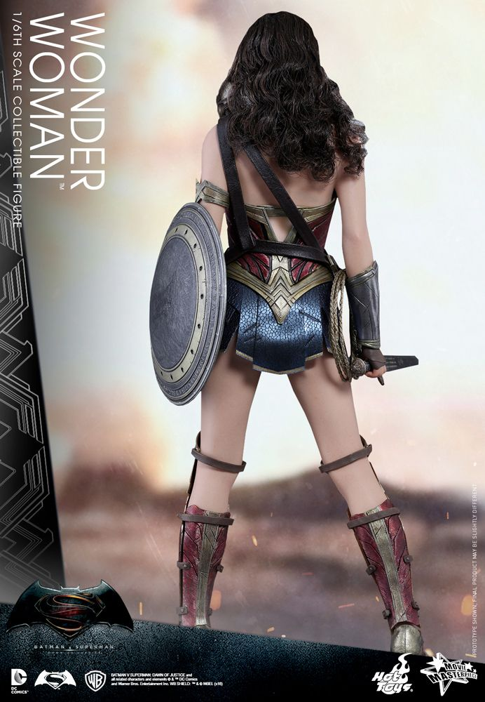 Hot-Toys-Wonder-Woman-Batman-v-Superman-Collectible-Figure-08