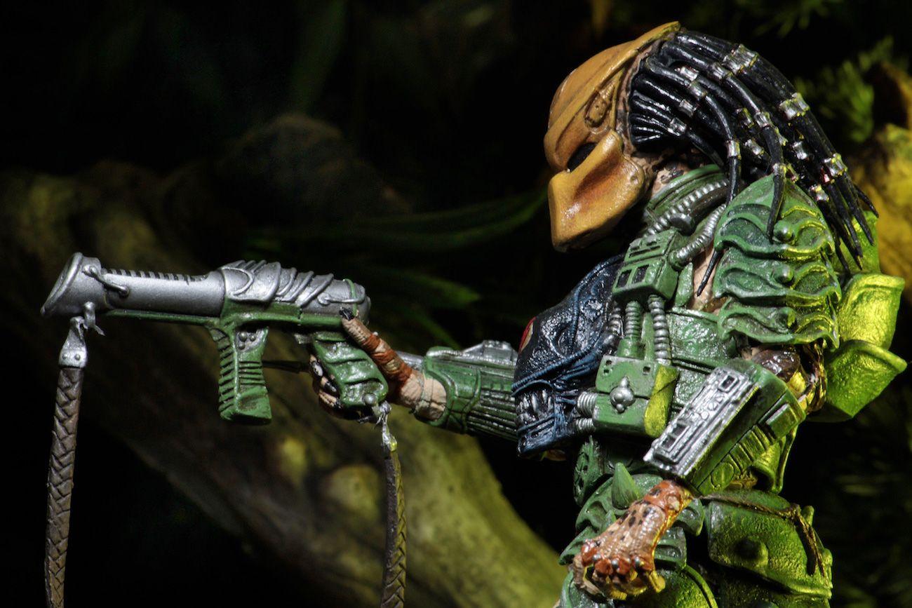 Predator-Series-17-Action-Figures-11