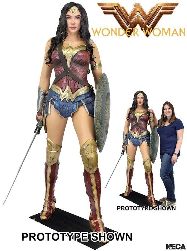 Estatua-Mulher-Maravilha-Tamanho-Real-Wonder-Woman-Life-Size-Foam-Figure-01