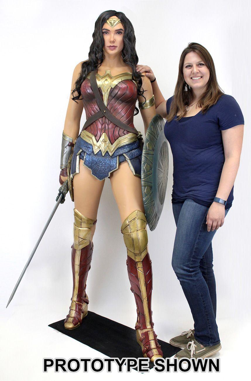 Estatua-Mulher-Maravilha-Tamanho-Real-Wonder-Woman-Life-Size-Foam-Figure-02