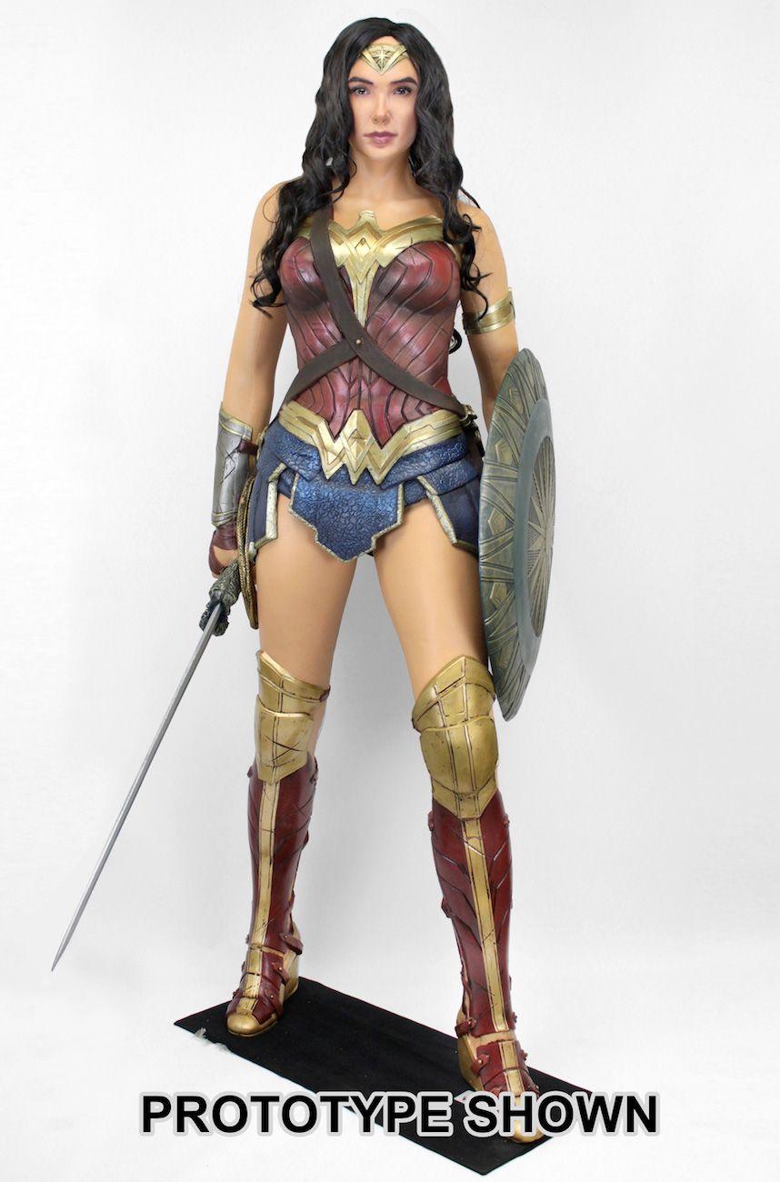 Estatua-Mulher-Maravilha-Tamanho-Real-Wonder-Woman-Life-Size-Foam-Figure-03