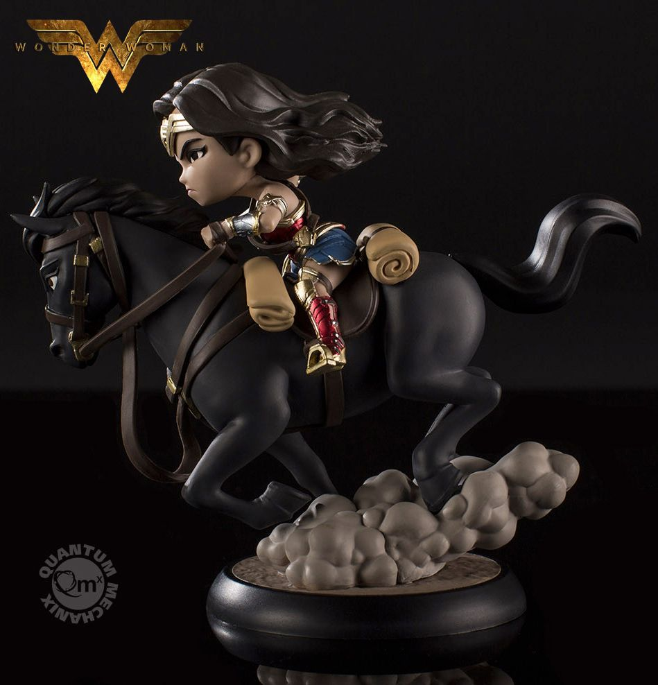 Mini-Figura-Wonder-Woman-Q-Fig-Max-03