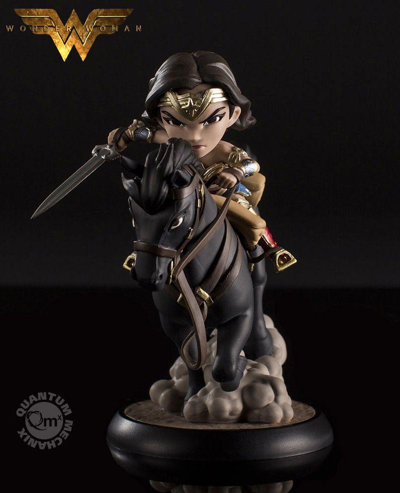 Mini-Figura-Wonder-Woman-Q-Fig-Max-06