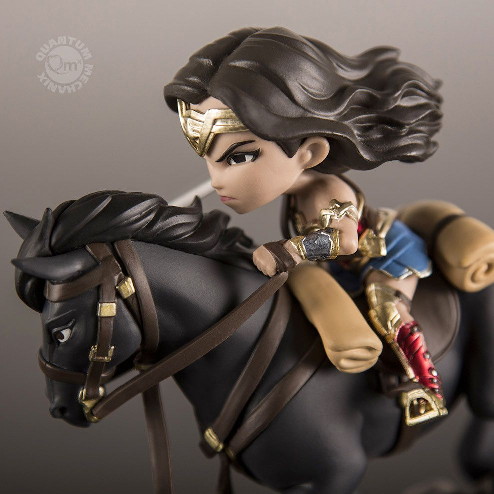 Mini-Figura-Wonder-Woman-Q-Fig-Max-08