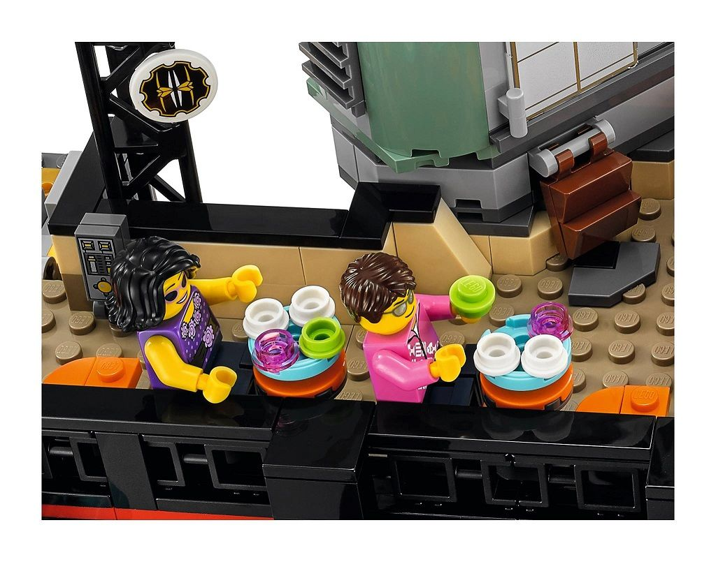 LEGO-Ninjago-Movie-70620-Ninjago-City-10