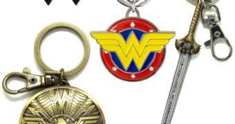 Chaveiros Wonder Woman de Peltre: Logo, Espada e Escudo