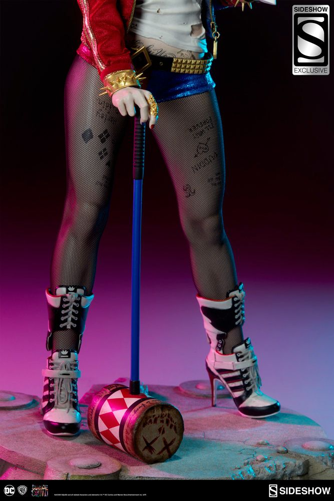 Harley-Quinn-Suicide-Squad-Premium-Format-Figure-07