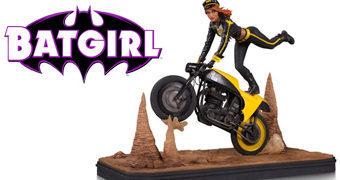Estátua Batgirl Motociclista Gotham City Garage