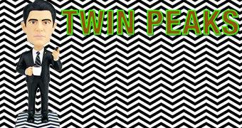 Agente Cooper (Kyle MacLachlan) no Quarto Vermelho – Boneco Bobble Head Twin Peaks