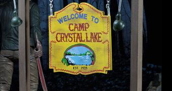 "Acampamento Camp Crystal Lake Sexta-Feira 13 – Set de Acessórios Neca 7"""