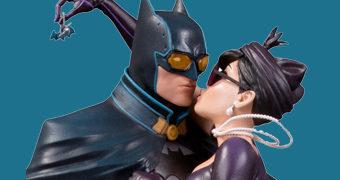 Estátua Batman e Mulher-Gato DC Bombshells em Estilo Pin Up Anos 40