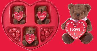 Dia dos Namorados com Caixa Coração Cheia de Chocolates e Ursinhos de Pelúcia