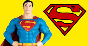 Estátua Superman DC Super Hero com 35 cm