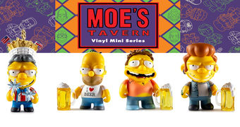 Mini-Figuras Kidrobot Os Simpsons na Taverna do Moe