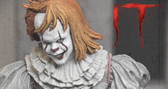 Ultimate Well House Pennywise Action Figure (IT: A Coisa)